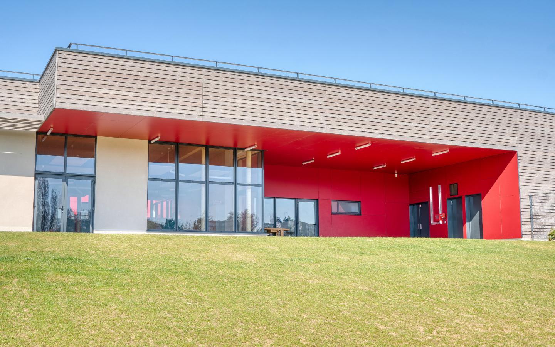 Le Centre de Loisirs, construction neuve à La Ferché Gaucher réalisée avec des menuiseries K-LINE.